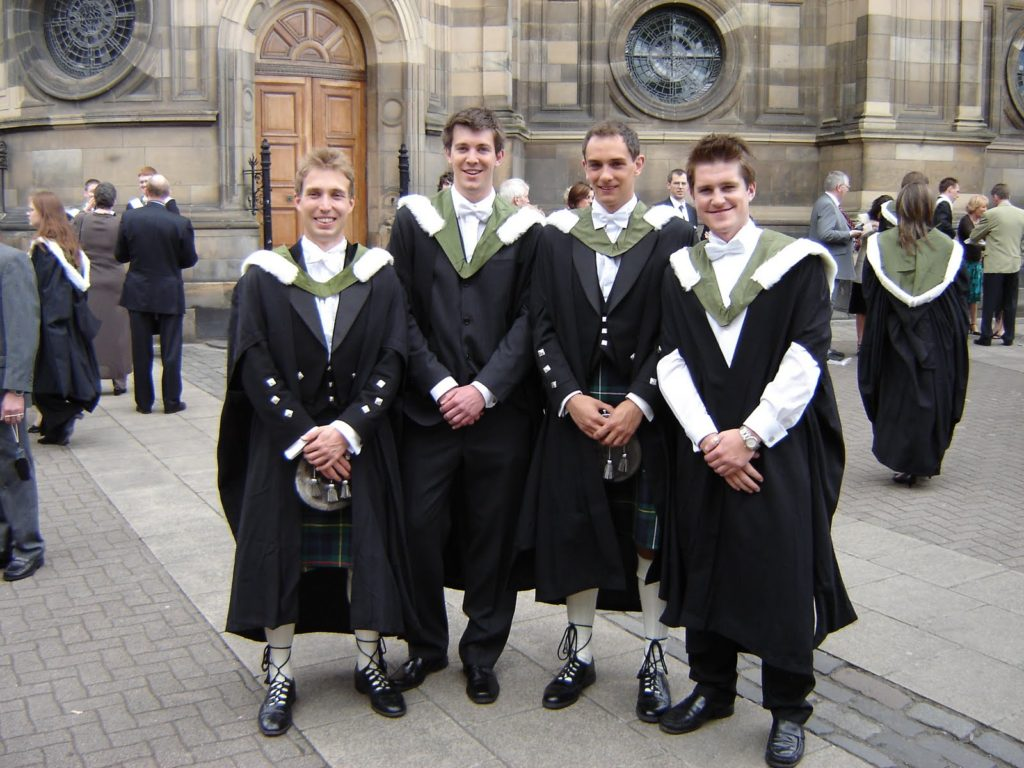 Graduation kilts for men are usually used.