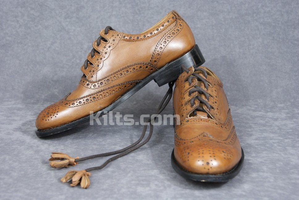 Chestnut Brown Culloden Ghillie Brogues are the perfect shoes for kilts.
