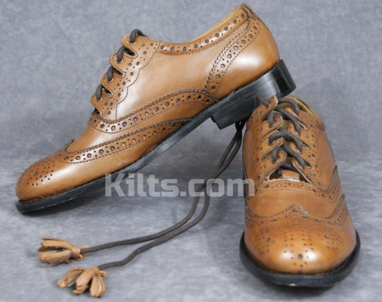Our chesnut brown Culloden Ghillie Brogues are our finest Culloden kilt shoes.