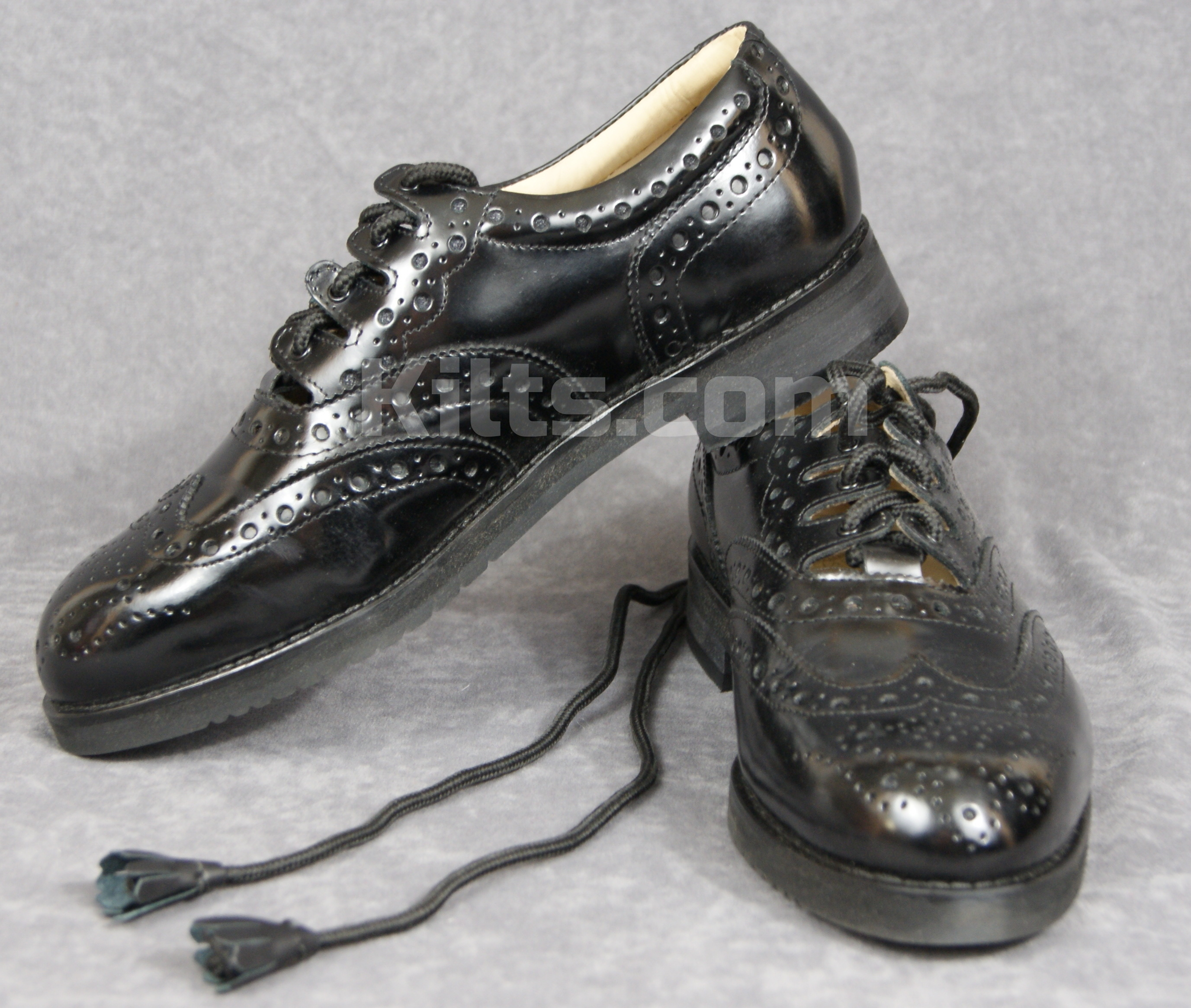 Check out our Pipers Ghillie Brogues. The perfect pipers kilt shoes.