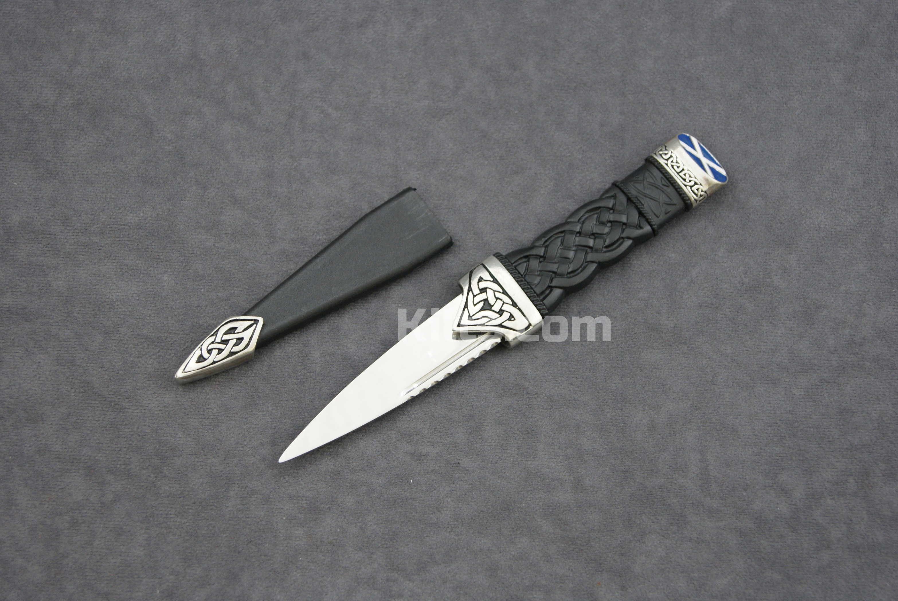 Here is our stylish Saltire Dress Sgian Dubh. The perfect Scottish Kilt Knife.
